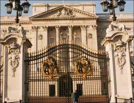 KinhNghiemDuLich.org  Tour tham quan cung dien Buckingham khong phai xep hang
