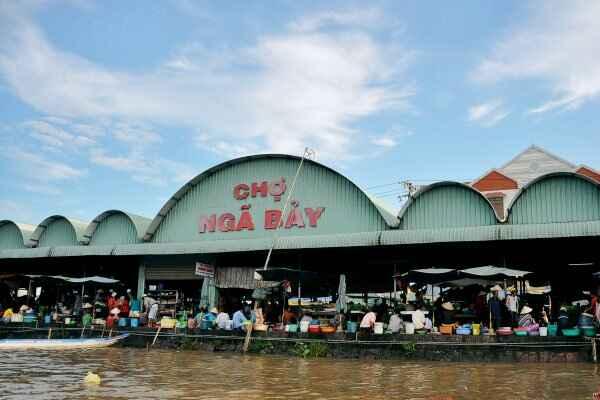 Đi Hậu Giang, ghé chợ nổi Ngã Bảy