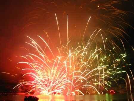 KinhNghiemDuLich.org  Ngoan muc phan trinh dien phao hoa toa sang dem Song Han