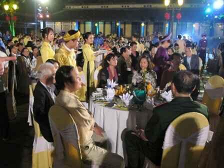 KinhNghiemDuLich.org  Tai hien khong gian Dem Hoang Cung trong Festival Hue 2012