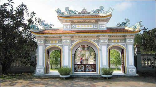 Thăm đền thờ Huyền Trân