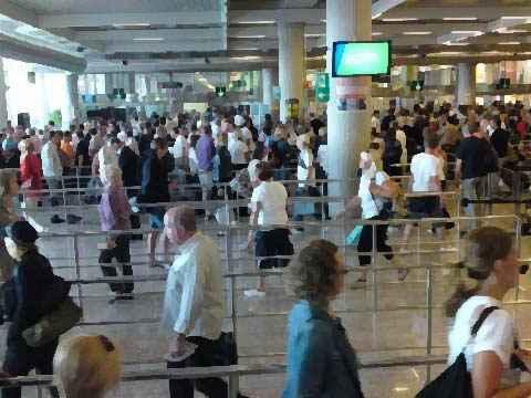 Những lưu ý phòng tránh mất cắp khi đi máy bay