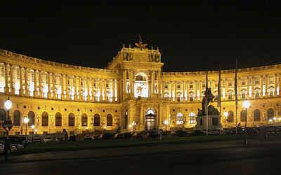 Các nơi nên tham quan khi đi  Áo du lịch