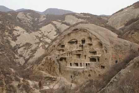 Những ngôi nhà hang động hấp dẫn