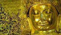 Tượng phật đính lá vàng trong chùa Mahamuni